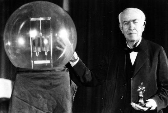 chi ha inventato la lampadina